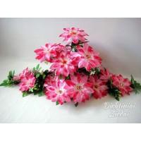 Gėlių padėklas-puokštė su atlasiniais jurginais, ružava sp., G1546PA