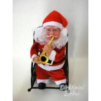 Kalėdų senelis kėdėje groja, dainuoja, linguoja N1140